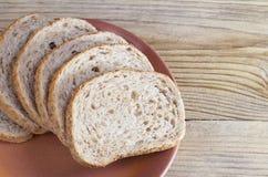 Pokrojony pszeniczny chleb z otręby zdjęcia stock