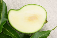 Pokrojony zielony mango, Zdjęcie Stock