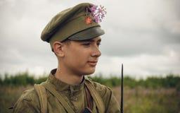 POKROVSKOE,斯维尔德洛夫斯克州,俄罗斯- 2016年7月17日:在1919年俄国内战的历史再制定在乌拉尔 战士 图库摄影