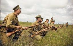 POKROVSKOE,斯维尔德洛夫斯克州,俄罗斯- 2016年7月17日:在1919年俄国内战的历史再制定在乌拉尔 战士 免版税库存照片