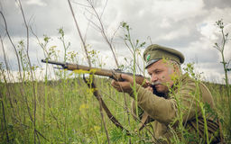 POKROVSKOE,斯维尔德洛夫斯克州,俄罗斯- 2016年7月17日:在1919年俄国内战的历史再制定在乌拉尔 战士O 免版税图库摄影