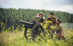 POKROVSKOE,斯维尔德洛夫斯克州,俄罗斯- 2016年7月17日:在1919年俄国内战的历史再制定在乌拉尔 战士O 免版税库存照片
