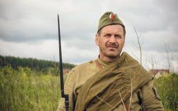 POKROVSKOE, SVERDLOVSK OBLAST, RUSIA - 17 DE JULIO DE 2016: Reconstrucción histórica de la guerra civil rusa en los Urales en 191 Foto de archivo