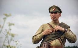 POKROVSKOE, SVERDLOVSK OBLAST, RUSIA - 17 DE JULIO DE 2016: Reconstrucción histórica de la guerra civil rusa en los Urales en 191 Fotografía de archivo