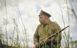 POKROVSKOE, SVERDLOVSK OBLAST, RUSIA - 17 DE JULIO DE 2016: Reconstrucción histórica de la guerra civil rusa en los Urales en 191 Fotos de archivo libres de regalías