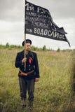 POKROVSKOE SVERDLOVSK OBLAST, RYSSLAND - JULI 17, 2016: Historisk reenactment av den ryska inbördeskriget i Uralsna i 1919 Soldat arkivbilder