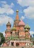 Pokrovsky domkyrka på den röda fyrkanten i Moskva Royaltyfria Bilder