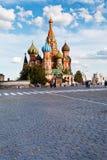 Pokrovsky domkyrka på röd fyrkant i Moskva Arkivfoto