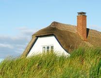 pokrywać strzechą chałupa dach Zdjęcia Royalty Free