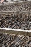 Pokrywający strzechą dachowy szczegół wiejski dom zdjęcie royalty free