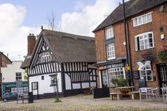 Pokrywający strzechą pub w targowym miasteczku Sandbach Anglia Zdjęcia Stock