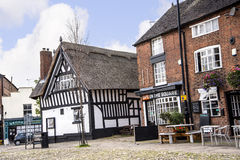 Pokrywający strzechą pub w targowym miasteczku Sandbach Anglia Zdjęcia Royalty Free
