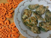 Pokrzywa opuszcza tempura, gotuje zdrowego jedzenie Zdjęcia Royalty Free