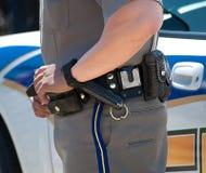 Polícia com mão na correia de injetor imagem de stock royalty free