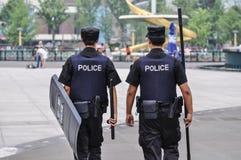 A polícia de motim chinesa move-se nas patrulhas Foto de Stock Royalty Free