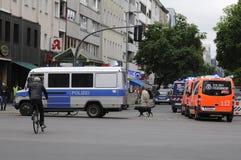 POLÍCIA E BOMBEIRO DE BERLIM NA AÇÃO EM BERLIM Imagens de Stock