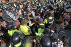 Polícia e homens nativos em Inti Raymi em Cotacachi Equador Fotos de Stock Royalty Free