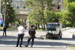 A polícia equipa mantém a ordem e a segurança Foto de Stock