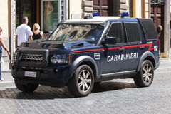 Polícia italiana do carro blindado (Carabinieri) fotografia de stock royalty free