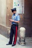 Polícia italiano que está na rua fotos de stock