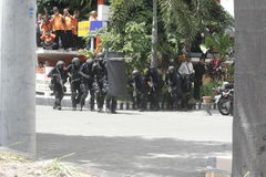 POLÍCIA JAVA CENTRAL DE SOLO DE FORMAÇÃO ANTITERRORISTA DA CIDADE foto de stock