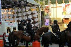 A polícia mexicana no cavalo patrulha no festival Fotografia de Stock