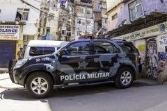 A polícia militar de Rio de janeiro patrulha as ruas de Rio de janeiro Imagens de Stock