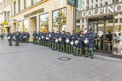 Polícia no apoio a ajudar no aniversário da unidade alemão no franco Fotografia de Stock
