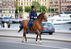 Polícia no cavalo em Éstocolmo imagens de stock royalty free