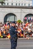 A polícia no exército desfila para o dia nacional da Espanha Imagens de Stock