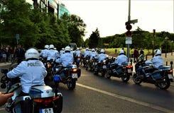Polícia no trem Berlim das motocicletas imagem de stock