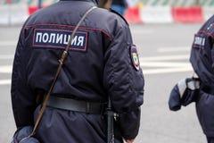 Polícia no uniforme, vista traseira Fotografia de Stock Royalty Free