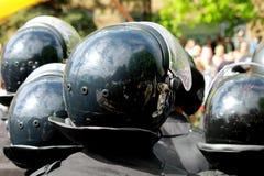 A polícia nos capacetes está guardando o estado de direito em demonstrações Fotografia de Stock