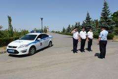 A polícia pega a proteção do território de Mamayev Kurgan em Volgograd fotografia de stock royalty free
