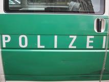 Polícia (Polizei) em Alemanha verde e branca fotos de stock royalty free