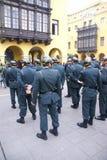 Polícia que olha uma parada Foto de Stock
