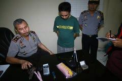A polícia trava traficantes de drogas Imagem de Stock
