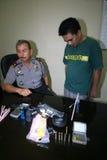 A polícia trava traficantes de drogas Fotos de Stock