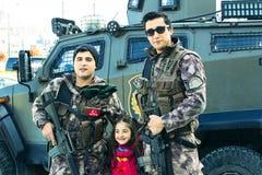 Polícia turca nas ruas de Istambul durante a situação militar no país fotografia de stock