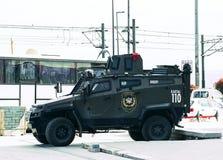 Polícia turca nas ruas de Istambul durante a situação militar no país fotos de stock
