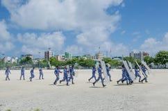 Polícias maldivos que treinam para suprimir greves fotos de stock royalty free