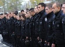 Polícias novos na formação imagem de stock