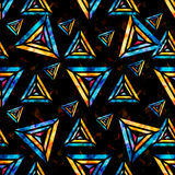 Polígono psicadélicos brilhantes em um teste padrão sem emenda geométrico do sumário preto do fundo Foto de Stock Royalty Free