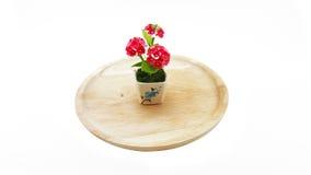 Polímero pequeno Clay Of Flowers na placa de madeira; fundo branco Imagem de Stock Royalty Free