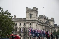 Política británica de Reino Unido de las banderas del parlamento grande de Londres fotografía de archivo
