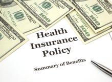 Política y efectivo del seguro médico Fotos de archivo libres de regalías