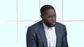 Político afroamericano que habla en la reunión almacen de metraje de vídeo