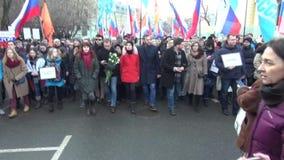 Político Alexei Navalny no março na memória de Boris Nemtso filme