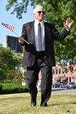 Político de sexo masculino acertado Walking foto de archivo libre de regalías