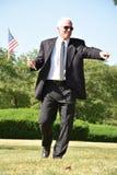 Político de sexo masculino mayor adulto Pointing Walking fotografía de archivo libre de regalías